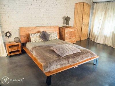 Table de chevet en acacia «Urban Jungle»