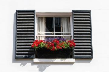 Déco style industriel : optez pour des fenêtres en acier noires